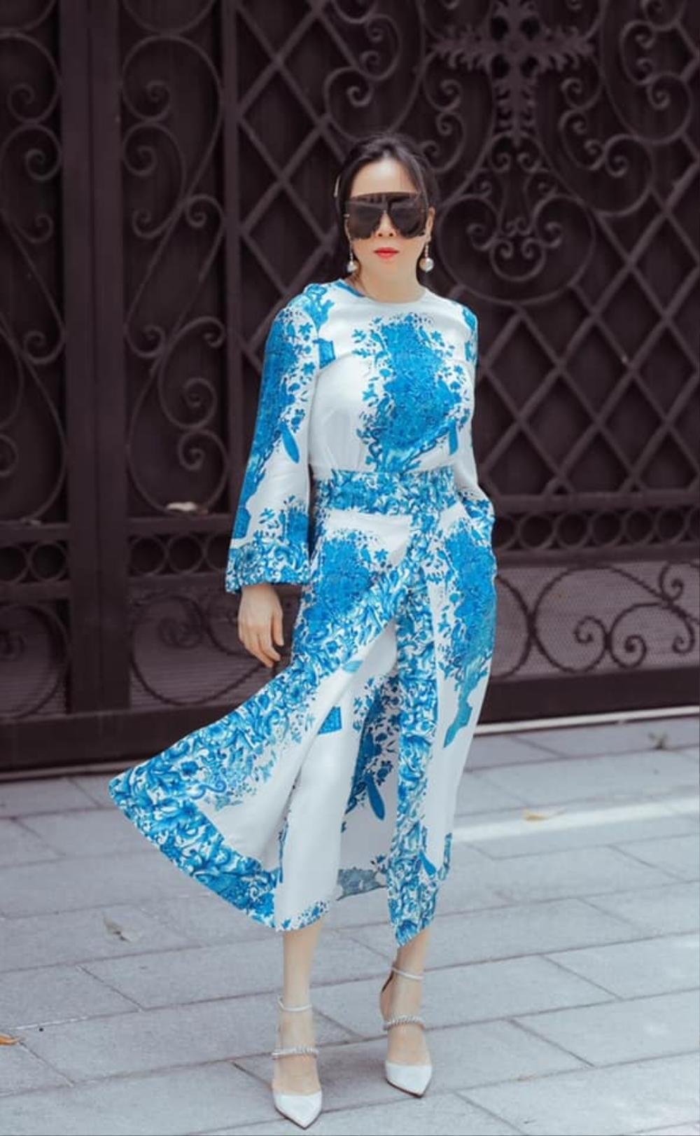 Phượng Chanel diện set đồ chói mắt cùng chiếc kính mát 'khổng lồ' đi dạo phố Ảnh 6