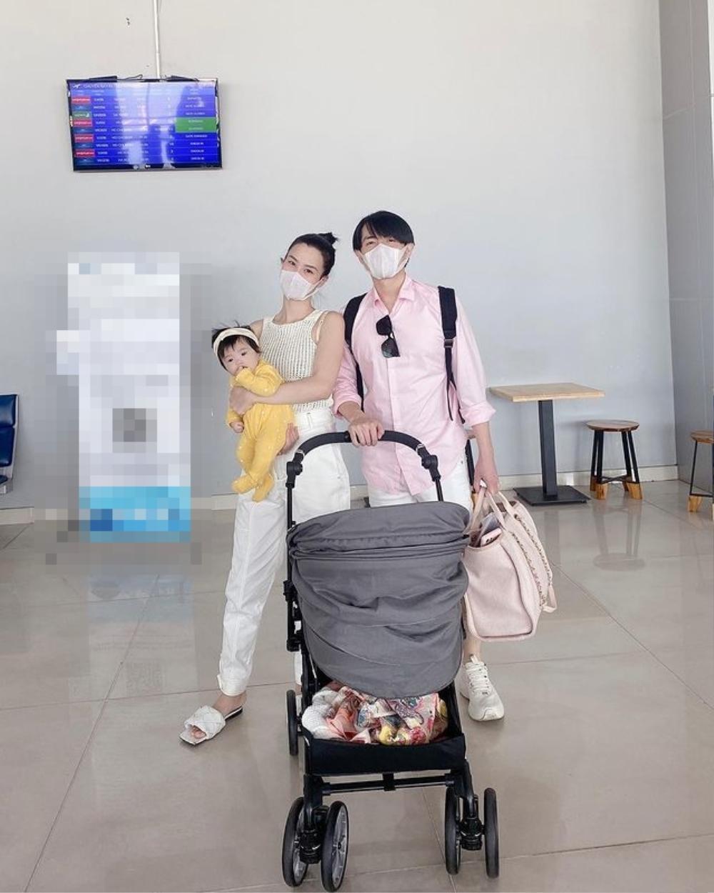 Đông Nhi và Ông Cao Thắng đúng chuẩn 'bố mẹ bỉm sữa': Túi hiệu cũng dùng đựng đồ cho Winnie Ảnh 3