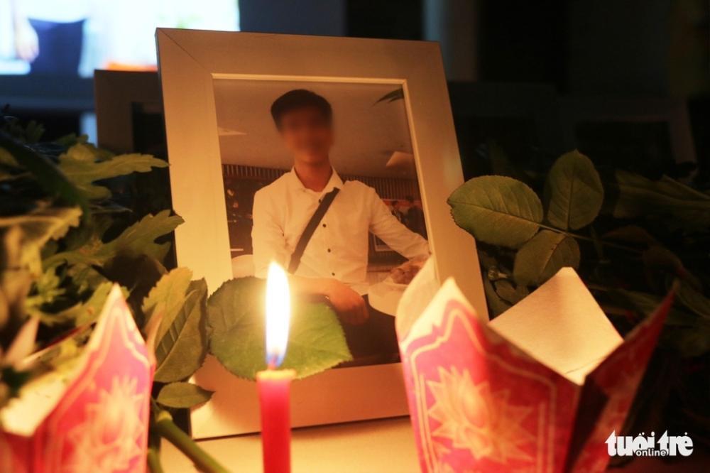 Xúc động lễ tưởng niệm nam sinh viên quên mình cứu 3 nữ sinh đuối nước: 'Thương lắm Nhã ơi' Ảnh 1