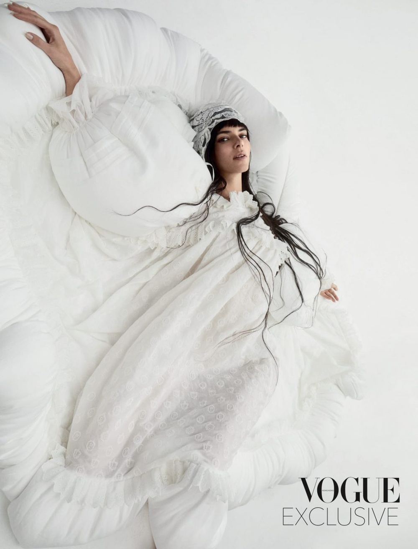 Thần thái chân dài triệu đô Kendall Jenner trên bìa Vogue Hong Kong gây tranh cãi Ảnh 5