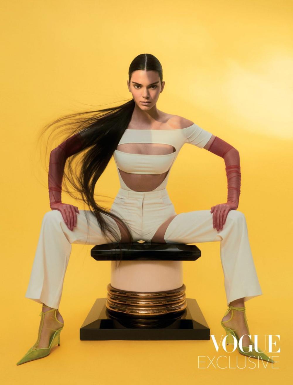 Thần thái chân dài triệu đô Kendall Jenner trên bìa Vogue Hong Kong gây tranh cãi Ảnh 8