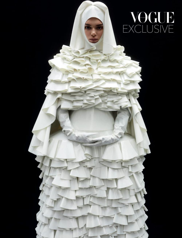 Thần thái chân dài triệu đô Kendall Jenner trên bìa Vogue Hong Kong gây tranh cãi Ảnh 4