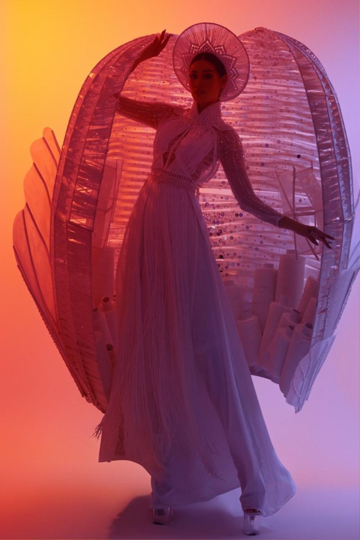 Stylist Trần Đạt: Không chỉ 'rắc muối' để Khánh Vân bùng nổ ngoạn mục tại MU mà còn vô vàn ẩn ý sâu xa Ảnh 8