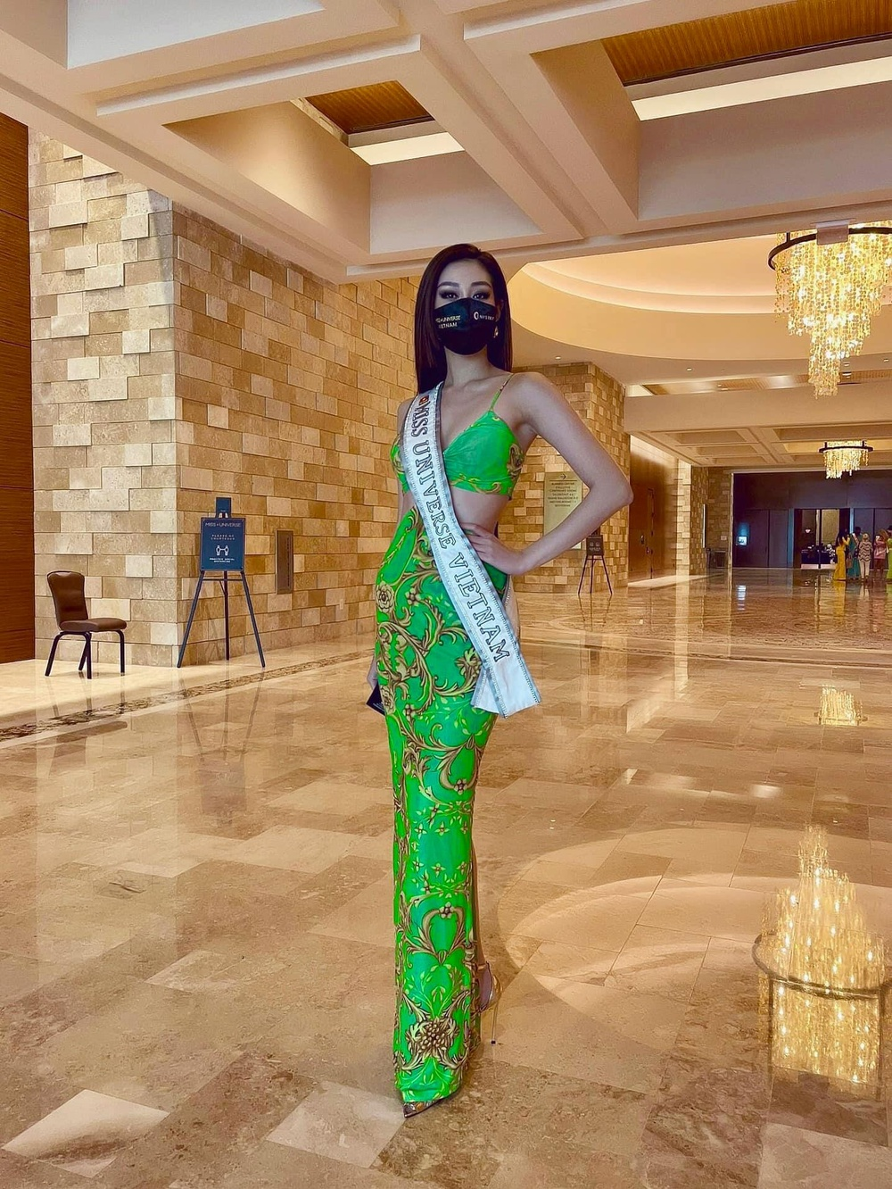 Hoa hậu Khánh Vân gây 'tê liệt' khi liên tục khoe rãnh bụng nét căng và vòng eo nổi múi Ảnh 11