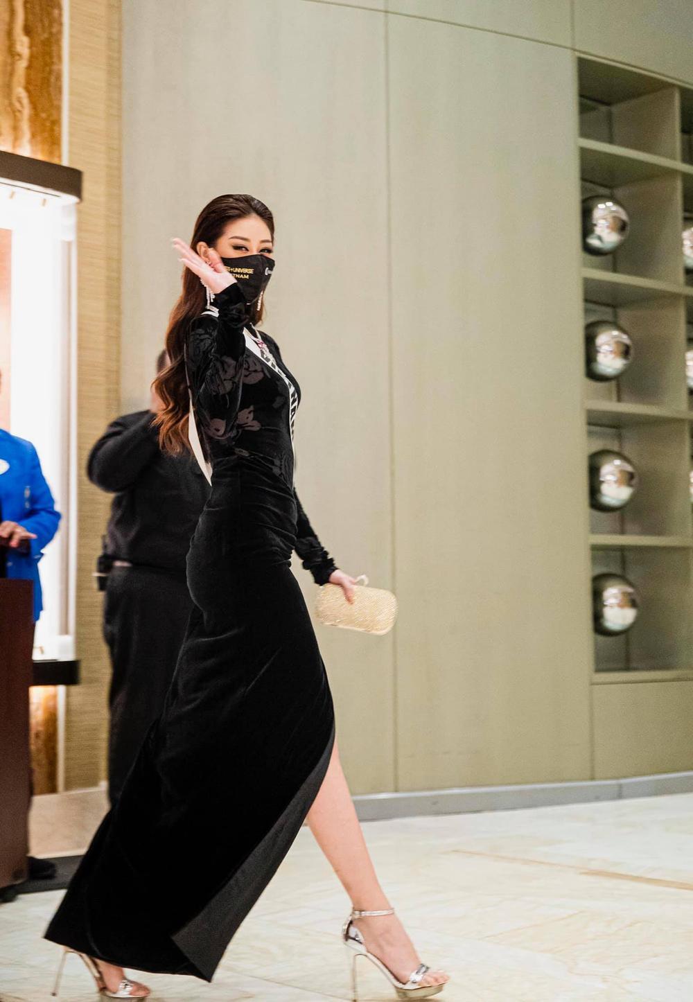 Khánh Vân triệt để đường cong với bộ váy hoa hồng nhung đen: Vừa quyền lực vừa sang trọng hết cỡ Ảnh 4