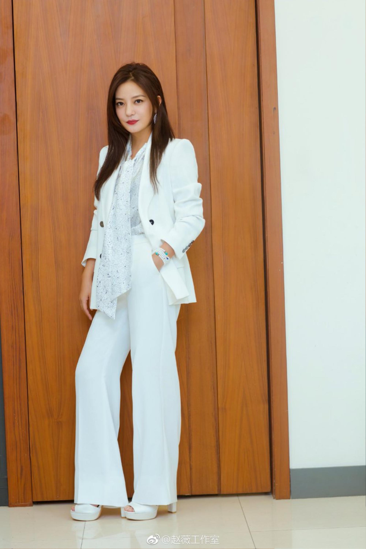 Con đường thời trang 'chông gai' của hai mỹ nhân bị phong sát Triệu Vy & Trịnh Sảng Ảnh 9