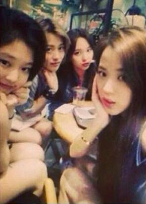 Jisoo, Jennie, Nayeon đã đi chơi với nhau thời thực tập sinh.