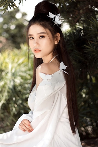 Tạo hình cổ trang gợi cảm, nhẹ nhàng thoát tục của Trương Quỳnh Anh cũng nhận được nhiều lời khen ngợi từ người hâm mộ.
