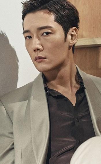 Hai trai đẹp Lee Seung Gi và Choi Jin Hyuk có thể hóa thân thành những kẻ biến thái trong phim Mouse ảnh 7