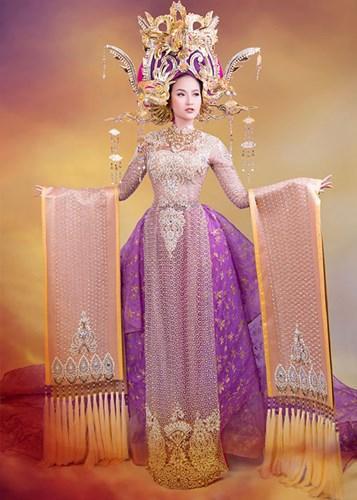 Được biết, chiếc áo dài này lấy cảm hứng từ hình ảnh của Nam Phương hoàng hậu. Theo nhà thiết kế Lê Long Dũng, Nam Phương hoàng hậu là đại diện sắc đẹp của phụ nữ Việt Nam