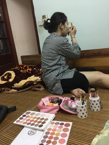 Bức ảnh chụp cô gái makeup sương sương để đi ăn bún đậu thu hút sự chú ý từ cộng đồng mạng. Ảnh: Anh Nam Nguyen