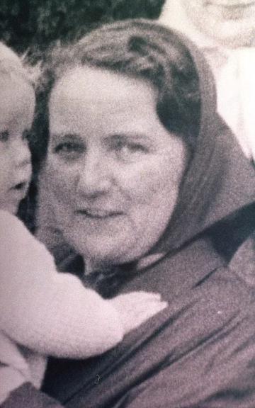 Bà Esther Soper bị siết cổ chết trong nhà.