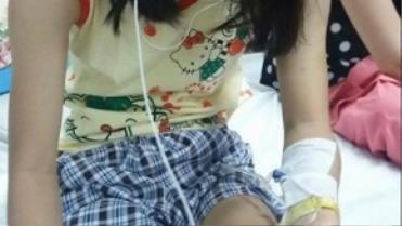 Từ cô nữ sinh ngoan hiền, xinh đẹp, Hà Vi trở thành người tàn tật vì sự tắc trách của bệnh viện. Ảnh: Gia đình Hà Vi cung cấp.