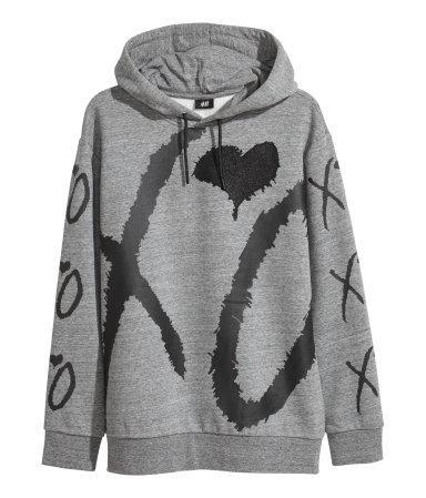 Bên cạnh đó, các mẫu hoodie dự kiến cũng được là must-have item trong bộ sưu tập này.