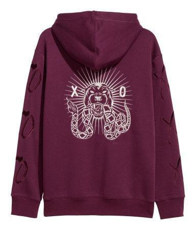 Để tậu bộ ba hoodie xám - đen - tím, bạn hãy bỏ ra 749.000 VNĐ cho mỗi em.