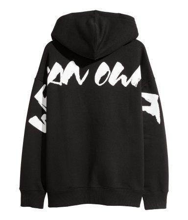 Còn không chọn hoodie oversized nhỉnh hơn chút xíu, giá 849.000 VNĐ.
