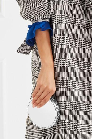 Tuy nhiên, chiếc túi này còn có điều đặc biệt, ngoài những chiếc ví nhỏ, mẫu túi này còn có hẳn 1 chiếc túi dạng để gương soi, khá sang trọng, cá tính.