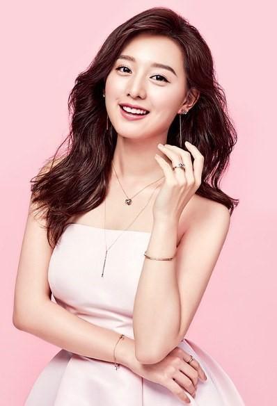 Kim Ji Won liên tiếp gặt hái thành công.