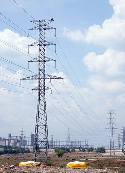 Độ cao trụ điện khoảng 50 m. Ảnh:Nguyệt Triều