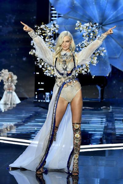Bị dàn thiên thần quay lưng, rating tụt giảm nghiêm trọng, hồi tàn của Victoria's Secret đã điểm? ảnh 8