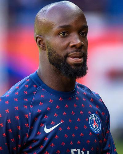 """Lassana Diarra là tiền vệ người Pháp năm nay 34 tuổi, được mệnh danh là """"Makelele mới"""" của bóng đá Pháp. Diarra đánh dấu sự thành công trong sự nghiệp của mình bằng 1 chức vô địch La Liga, vô địch cúp Nhà vua và siêu cúp Tây Ban Nha trong màu áo của Real Madrid."""