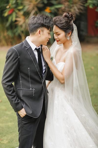 Dương Triệu Vũ chính thức ra mắt MV Em lỡ thôi à? với chuyện tình bi kịch của một đôi vợ chồng trẻ.