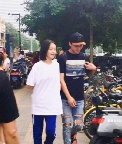 Đến với nhau từ show truyền hình It's Fighting Robots, tình cảm của cặp đôi Trịnh Sảng - Trương Hằng tiến triển rất ổn định.