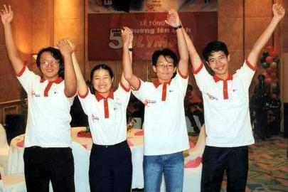 Thái Bảo (ngoài cùng bên phải) tại Olympia năm thứ 5
