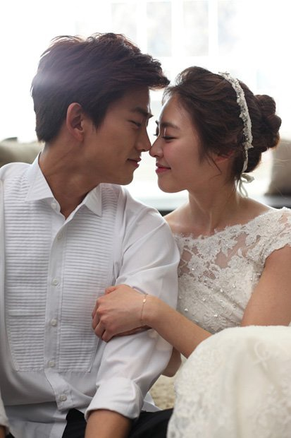 Choi Ji Woo gửi quà ủng hộ mối lương duyên của Lee Yeon Hee và Ok Taecyeon (2PM) ảnh 3