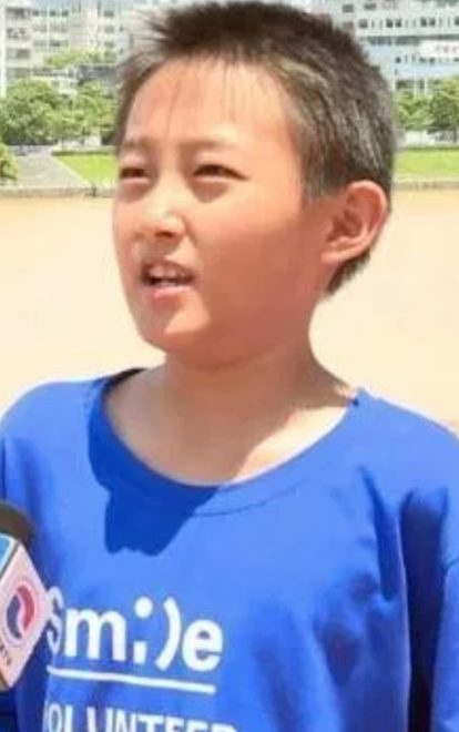 Cậu bé may mắn Zhang Yangzhe.