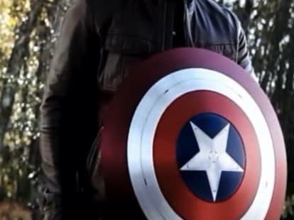 Chiếc khiên Cap trao cho Falcon không tì vết.