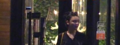 Lý Trị Đình tổ chức sinh nhật cho bạn gái, phía nữ trang điểm đậm và hút thuốc trong nhà hàng ảnh 9