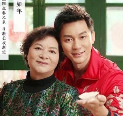 Nam diễn viên và mẹ của mình.