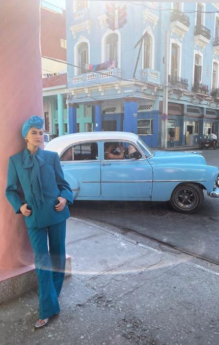Dù Côn Lăng đi chụp ảnh ở Cuba xa xôi thì Châu Kiệt Luân vẫn có cách phát bánh gato ảnh 10