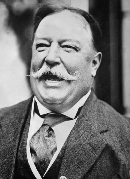 William Howard Taft là Tổng thống đầu tiên sở hữu một chiếc xe hơi. Đó là chiếc xe du lịch chạy bằng hơi nước model M của hãng White Motor Company. Ảnh:Topical Press Agency/Getty