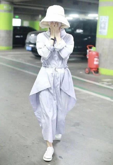 Hình ảnh mới nhất của nữ diễn viên vào sáng ngày hôm nay (16.07)