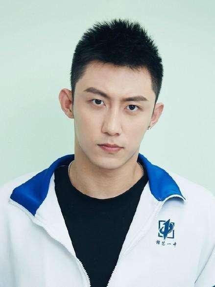 Từ vị trí người mẫu của Taobao trở thành minh tinh: Hứa Khải lên bảng vàng, Hoàng Cảnh Du trở thành diễn viên hạng A ảnh 2