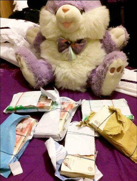 Con gấu bông mà Huong dùng để giấu tiền.