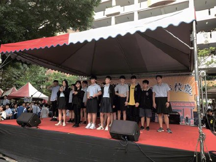 Trường Đại học quốc gia Đài Loan tổ chức ngày hội nam sinh mặc váy để phá vỡ định kiến với người chuyển giới.