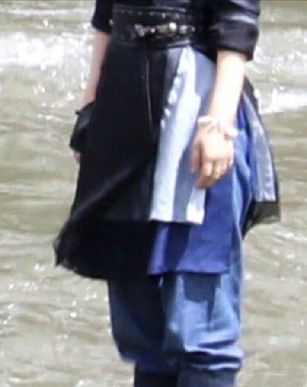 Fan Triệu Lệ Dĩnh ném đá ekip Hữu phỉ vì tạo hình trang phục vừa thô vừa xấu của thần tượng trong phim ảnh 8
