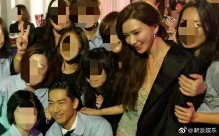 Lâm Chí Linh khoe dáng thon thả, chủ động giúp ông xã cởi áo trong buổi tiệc hậu kết hôn ảnh 11
