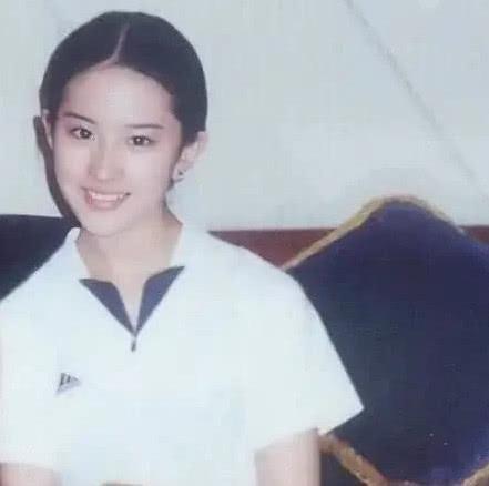 Lưu Diệc Phi khiến dân mạng dậy sóng với hình ảnh thời còn đi học