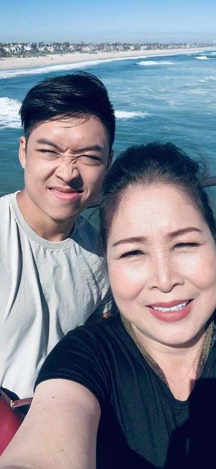 Hồng Vân và con trai thứ 2 Khôi Nguyên.