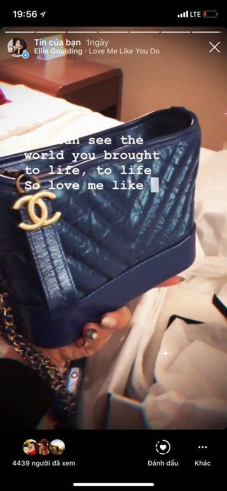 Chiếc túi Chanel's gabrielle small hobo bag màu xanh thời thượng trị giá 5700$ Singapore, Yaya Trương Nhi mua dành cho bộ sưu tập của mình