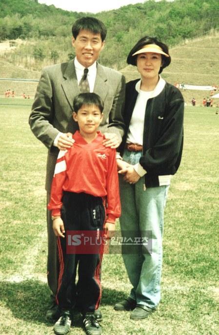 Lee Min Ho và ba mẹ.