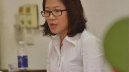 Luật sư bào chữa cho bị cáo Tường. Nữ luật sư Trang Vân đề nghị áp dụng cho bị cáo Tường 2 tình tiết giảm nhẹ là khắc phục hậu quả và khai báo thành khẩn. Ảnh: Hoàng Anh.