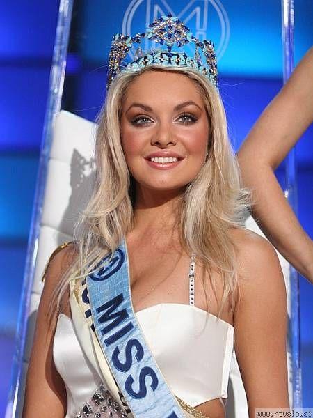 Tatana Kucharova sở hữu đôi mắt xanh trong, mái tóc bạch kim gợi cảm cùng chiều cao 1m77.