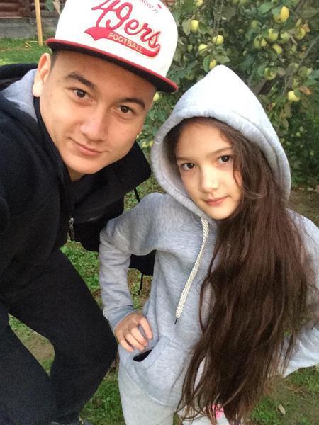 Thủ thành Văn Lâm thường xuyên đăng tải những bức ảnh tình cảm với em gái lên trang cá nhân.