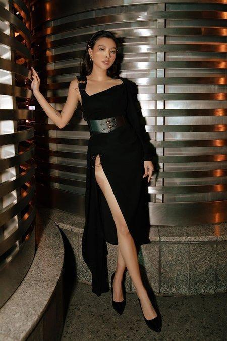 """Tú Hảo là người mẫu lookbook quen thuộc của nhiều thương hiệu thời trang tại Sài Gòn. Cô từng tham gia diễn xuất với vai trò nữ chính trong MV """"Xin hãy rời xa"""" của nhóm Uni5."""