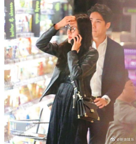 Tiểu hoa TVB Đường Thi Vĩnh bị nghi có tình mới, ngọt ngào dạo siêu thị và về nhà qua đêm ảnh 0